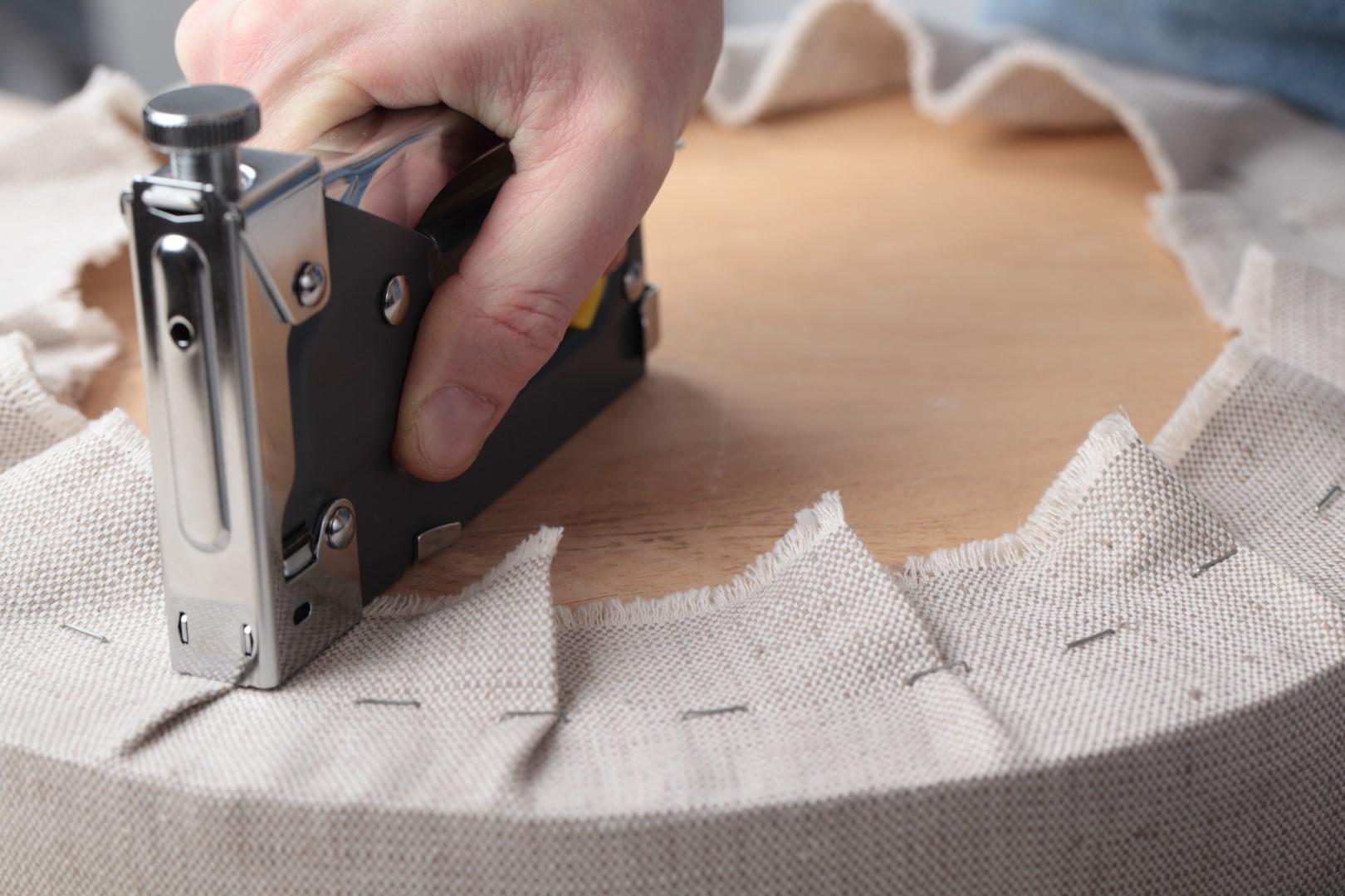 Как выполняется ремонт мебели своими руками, видео инструкци.